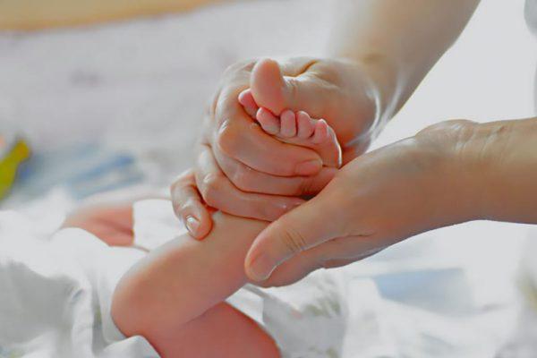 cara memijat bayi yang benar
