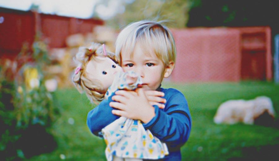 Anak Cowok Dilarang Main Boneka?