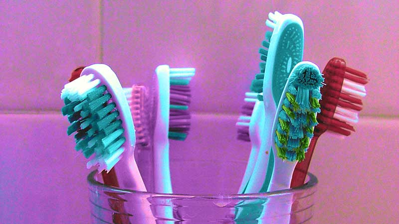 sikat gigi yang tepat pada anak usia dini.