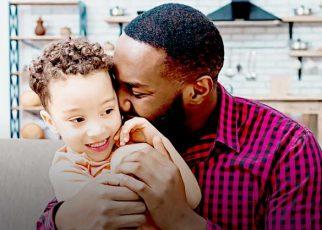 Manfaat memeluk anak.
