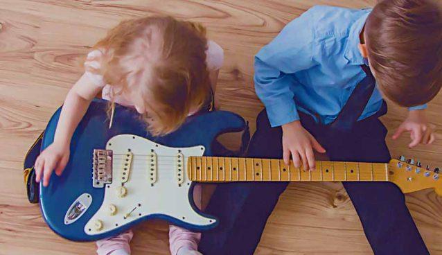 Manfaat mengenalkan musik pada anak