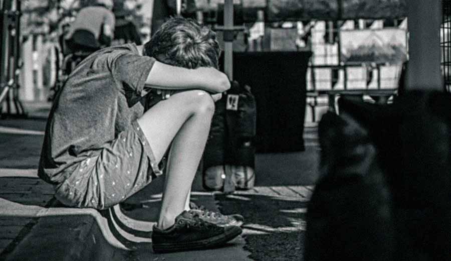 Apa Sih Bedanya Sedih dan Depresi yang Dialami Oleh Anak?